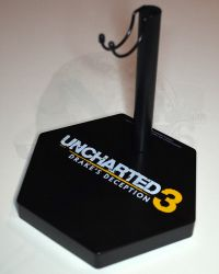 Sideshow Colllectibles Uncharted 3 Drake's Deception Nathan Drake: Figure Stand With Insignia